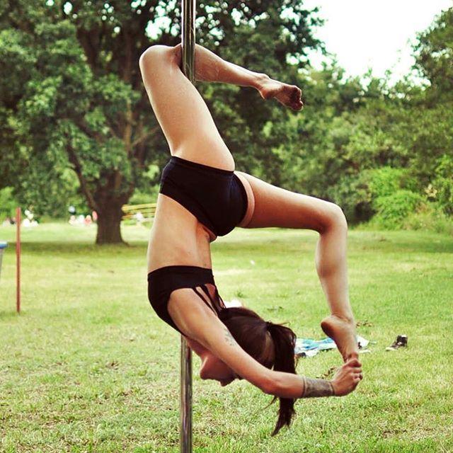 ☀️piękne słoneczko dzisiaj :) Korzystajcie !  #poledance #poledancer #polefitness #rurkawplenerze #polepove #poledancersofinstagram #sun #chill #poznanmiastodoznan #polespot_poznan