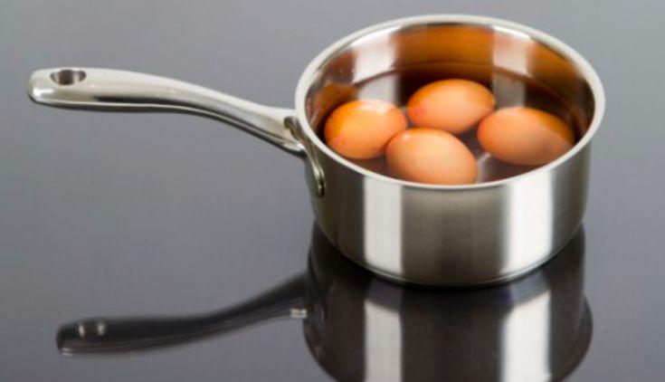 Deux astuces infaillibles qui empêchent vos œufs durs de se casser