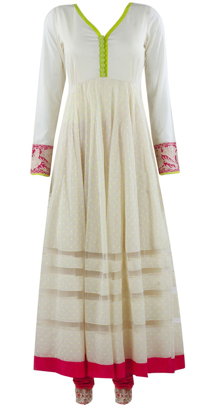 Ivory kurta set by MANISH MALHOTRA. Shop at https://www.perniaspopupshop.com/whats-new/manish-malhotra-5978