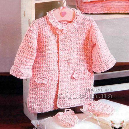 вязаное пальто и варежки для девочки