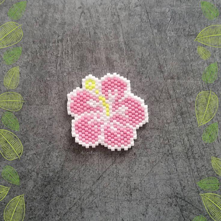 #ailesetmoi #miyuki #miyukiaddict #tissage #brickstitch #delica #perles #jenfiledesperlesetjassume #hibiscus #fleur #flower