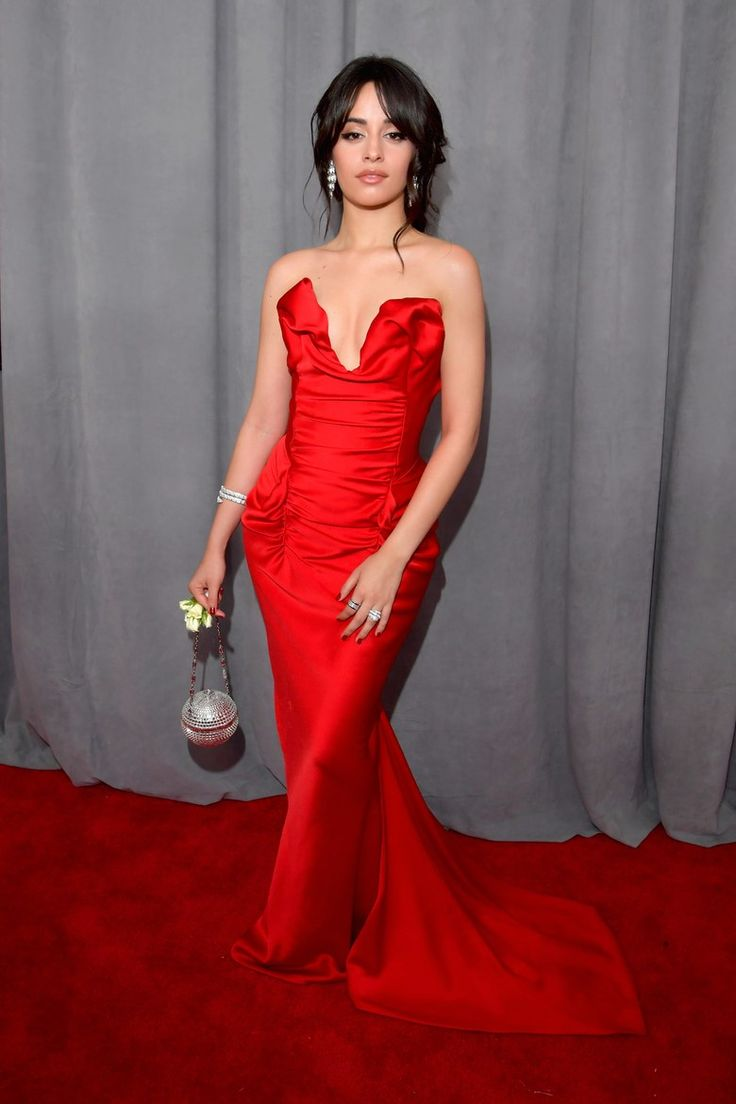 Camila Cabello livre Old Hollywood glamour aux Grammy Awards