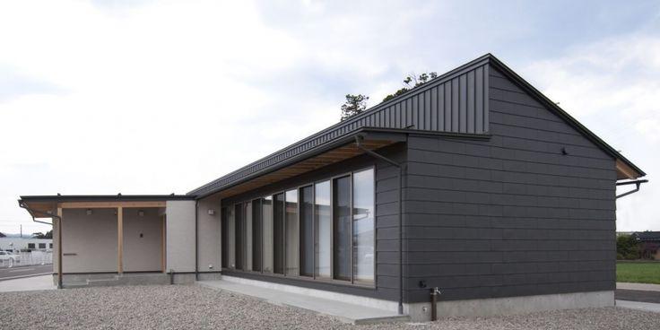 ガルバリウム一文字葺と立てハゼ葺の外観(南砺市の家) - 外観事例|SUVACO(スバコ)