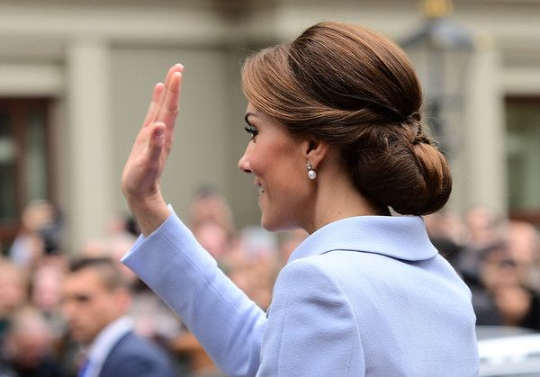 """Kate Middleton Photos Photos - Britain's Catherine, Duchess of Cambridge waves as she leaves after visiting the exhibition """"Vermeer and Contemporaries from the British Royal Collection"""" at The Mauritshuis art museum - home to the best of Dutch Golden Age painting, in The Hague, the Netherlands, on October 11, 2016.  .Britain's Catherine, Duchess of Cambridge is on her first official foreign solo visit. / AFP / EMMANUEL DUNAND - The Duchess of Cambridge Visits The Netherlands"""