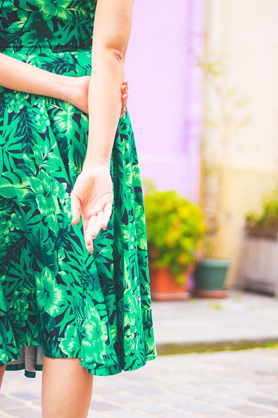 Look retro, robe Zara jungle, #perfecto en cuir. Shooting dans la rue crémieux à #Paris. Blog Mode Dollyjessy . #vintage #retro #fashion #fashionblog #blogger #fashionblogger #style #pinup #flowers