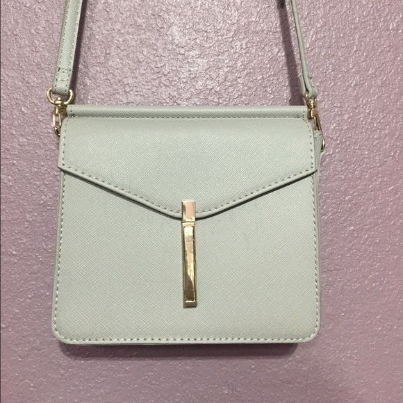 A Silver shoulder bag from F21 It's a cute Silver shoulder Bag from Forever 21. It's perfect for handout with friend or go to shopping  used 2 times Forever 21 Bags Shoulder Bags