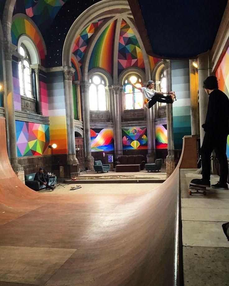 Un skatepark dans une église. Skatepark in a Church !