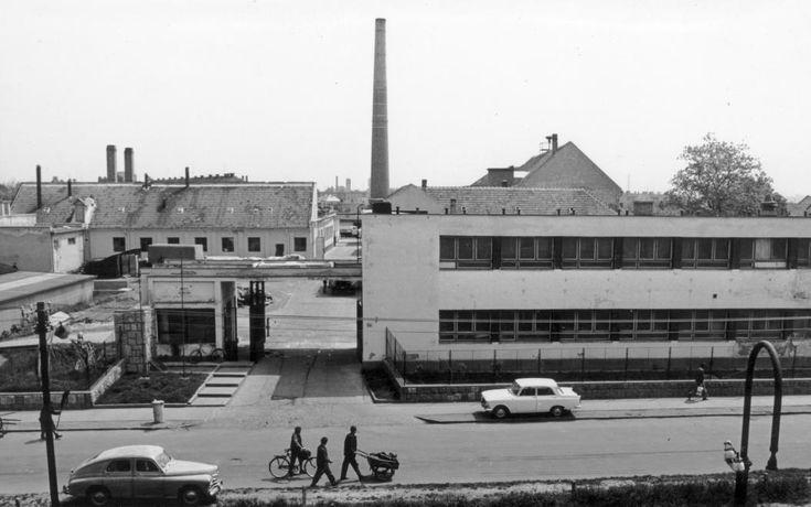 Kálvária utca 55. ELZETT Lemezárugyár Győri Gyáregységének a bejárata.