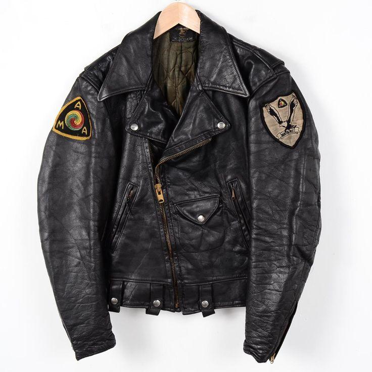 商品詳細ブランド・Golden Bear・ゴールデンベアー・特徴・ヴィンテージ・AMAワッペン・モデル/形状・ダブルライダースジャケット・素材・本革レザー 牛革・色・ブラック系 黒色・柄・ワッペン・生産国・USA製・年代・60年代・サイズ・メンズM・表記サイズ:不明・着丈:58cm・身幅:52cm・肩幅:46cm・袖丈:61cm・コンディション・B・カテゴリ・メンズ・レザージャケット・ダブルライダースジャケット・アウター・商品番号・wet9437・取扱店・桃谷店・スタッフコメント