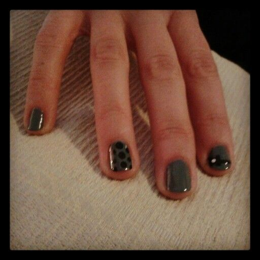 Nails polka dot and bow grey and black