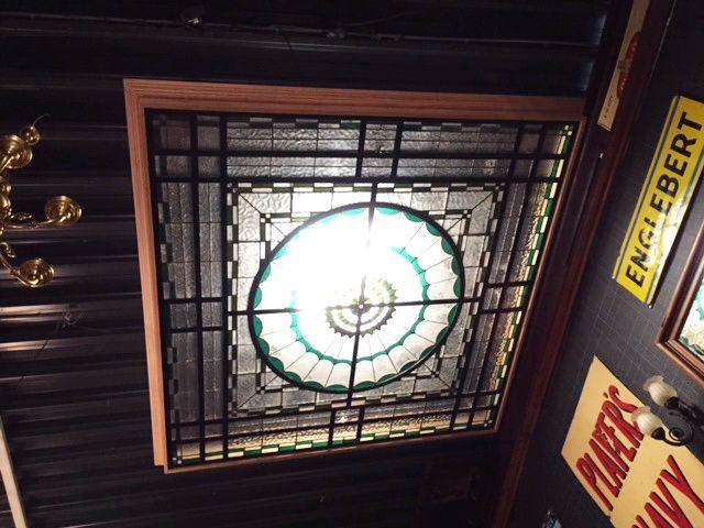 Glas in lood plafond (230x230 cm)   Stained glass Ceiling   Plafondverlichting   Plafonddecoratie   Horeca Interieurbouw   Irish Pub   Engelse pub   Sijf & Dax van Zuilen   Oudewater