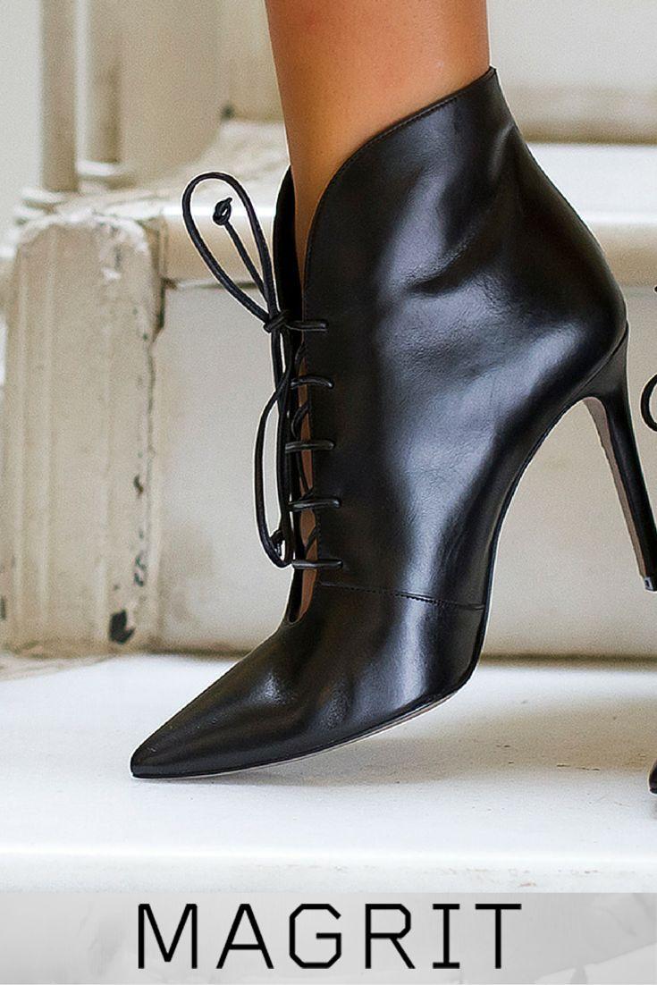 DANIELA: Botín de punta fina, solapa en el talón y empeine descubierto, fabricadas en cuero negro, estilo y comodidad. ➡ http://bitly.com/magrit-dana  -- #MAGRIT DANIELA: fine-tipped boots, flap on the heel and instep discovered, made of black leather, style and comfort. ➡ http://bitly.com/magrit-en-dana