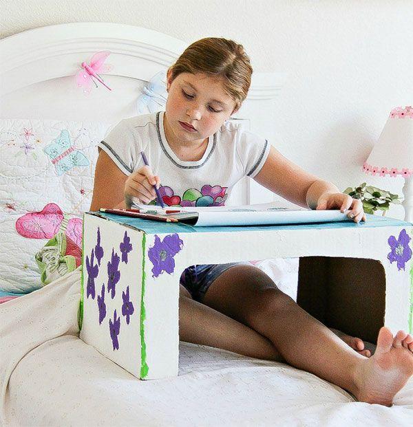Il vassoio da letto di cartone