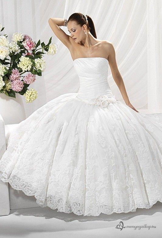 """Képtalálat a következőre: """"nagy abroncsos tüll menyasszonyi ruhák"""""""
