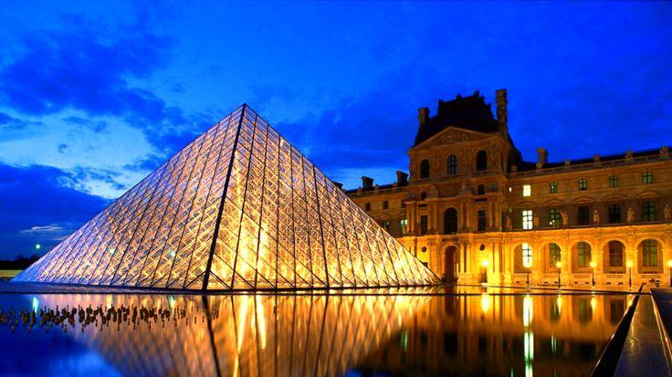 (Paris) Museu do Louvre  - Um dos museus mais importantes do mundo, são mais de 30 mil preciosidades entre elas a famosa Mona Lisa de Leonardo da Vinci.  A entrada custa 12 euros, mas é gratuita no primeiro domingo de cada mês.