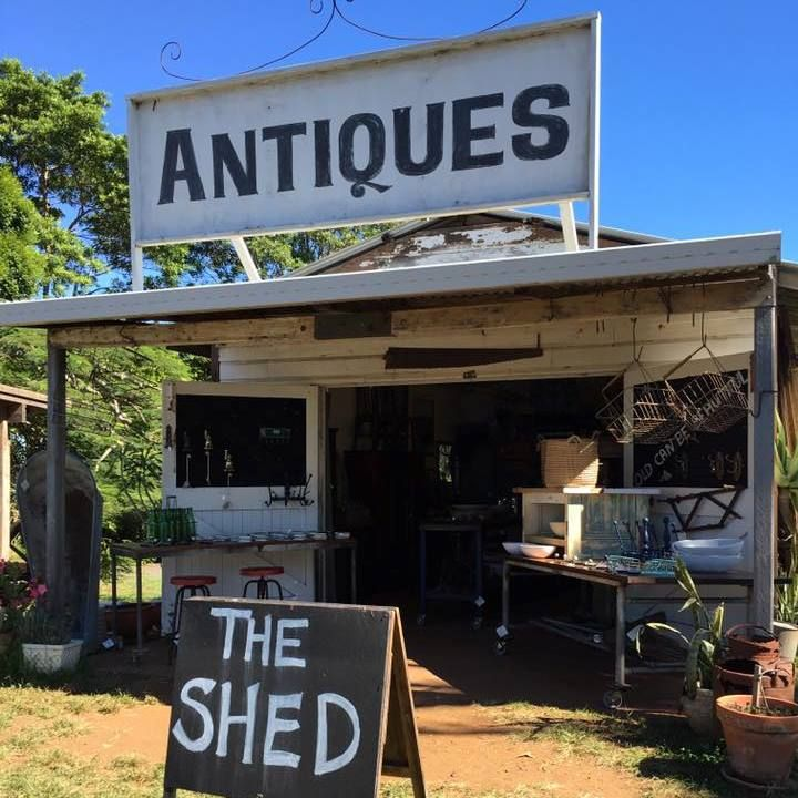 Make a day of it with my ultimate vintage shopping guide to Byron Bay and beyond including places to eat, shop and play. So much vintage goodness.