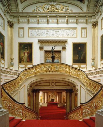 Conheça o Palácio de Buckingham e objetos da família real em exposição - Fotos - UOL Viagem