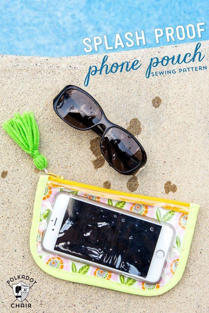 """Neceser """"impermeable"""" para llevar el móvil a la playa... (con plástico)."""