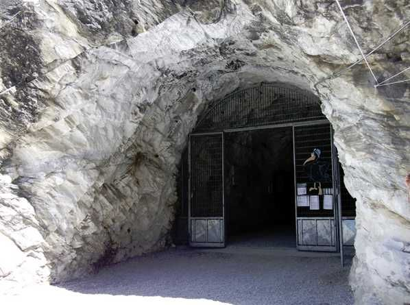 Antro Del Corchia entrance #MIRRORMAGIC #MISSINGMAGIC