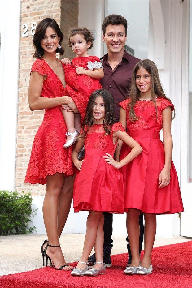 Rodrigo Faro e Vera Viel com a familia (Foto: Manuela Scarpa/Foto Rio News)