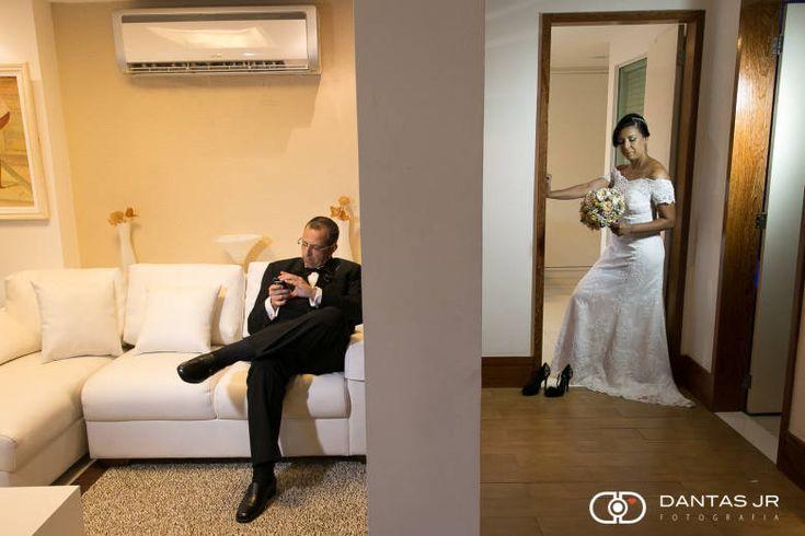 ♥♥♥  Tendências 2016: Fotos divertidas e espontâneas para o álbum de casamento Sejamos sinceras: não importa em que ponto esteja o planejamento do seu casamento, com certeza você já parou pra pensar nas fotos e sabe que escolh... http://www.casareumbarato.com.br/tendencias-2016-fotos-divertidas-e-espontaneas-para-o-album-de-casamento/