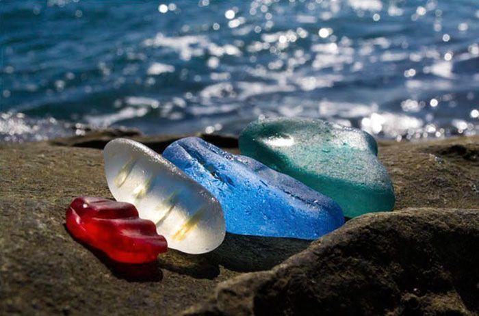 Russia: da discarica di vetro a una delle spiagge più belle al mondo. Le foto