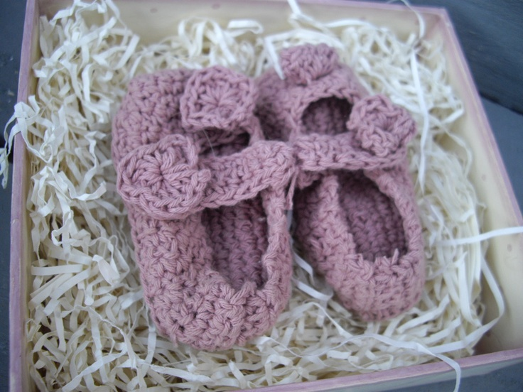 crochet baby shoes www.chickenshedgifts.co.uk
