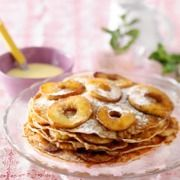 Pannenkoekentaart - Deze zoete pannenkoekentaart met appel is heerlijk met vanillesaus. #recept #pannenkoeken #JumboSupermarkten