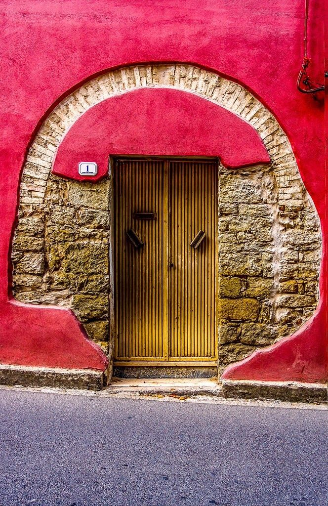 Senorbi, Sardinia, Italy <3 It is desirable, to show up the stages of history and use from entrances of old buildings!