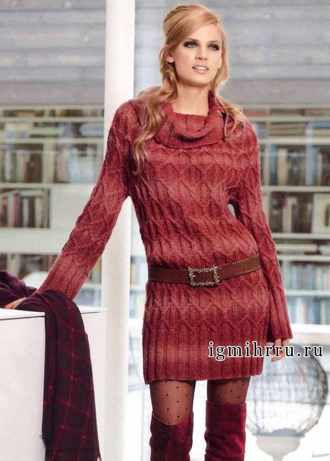 Уютное теплое платье в коралловых тонах, с круглой кокеткой и косами. Спицы