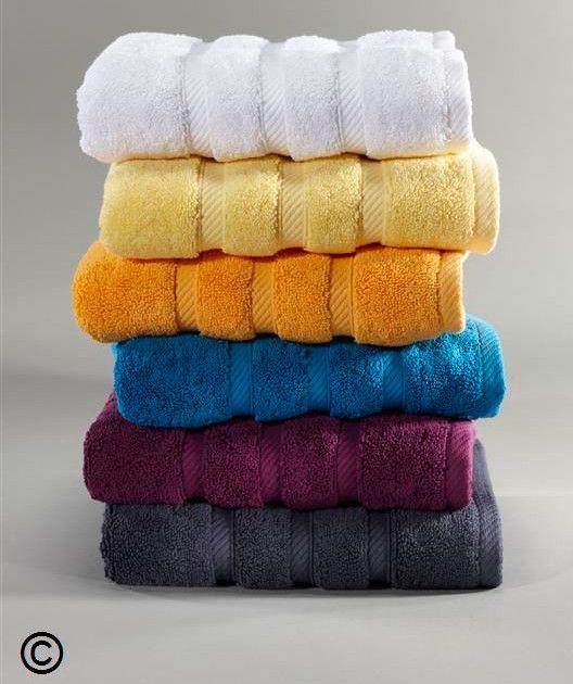 Edle Frottee-Handtücher im 3er Pack  Ein Frottee-Handtuch, dass in puncto Verarbeitung und Qualität keine Kompromisse eingeht.  Diese  Frottierqualität besticht durch Ihren voluminösen, gleichmäßigen Flor mit einem weichen Griff.  Wählen Sie Ihr Frottee-Handtuch aus aus sechs warmen Farben