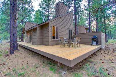 Renovated resort cabin w/enclosed hot tub!