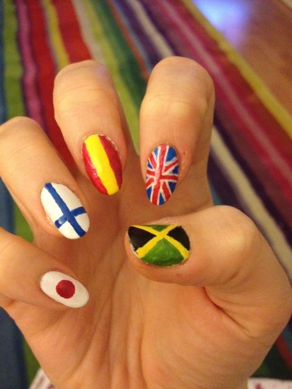 Twitter / EdgeHarriet: Olympic flag nails