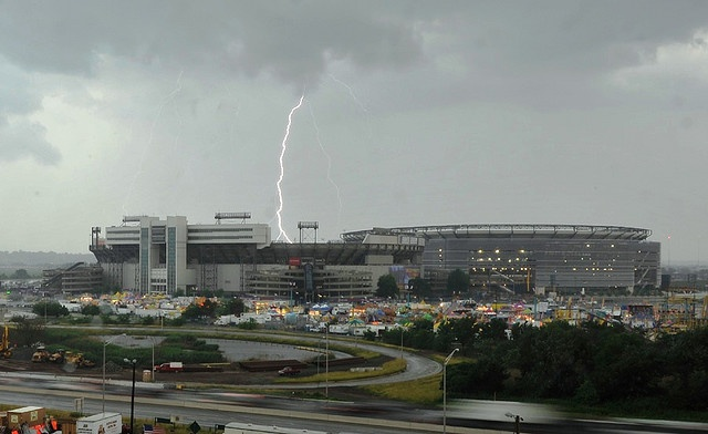 Giants Stadium get hits by lightning