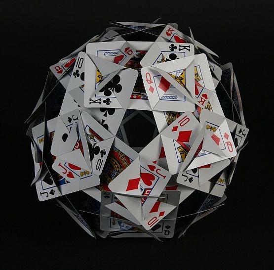 Quantas coisas você pode fazer com um baralho? Bom, considerando que você não seja um acadêmico em arquitetura, engenharia ou qualquer outra ciência que utilize a geometria espacial como base do conhecimento, basicamente uma só: jogar baralho. Existem vários tipos de jogos de baralho, como o buraco, o truco e muitos outros (alguns, como o …