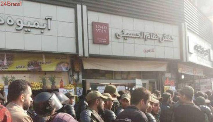 Por que as pessoas estão saindo às ruas em protestos no Irã?