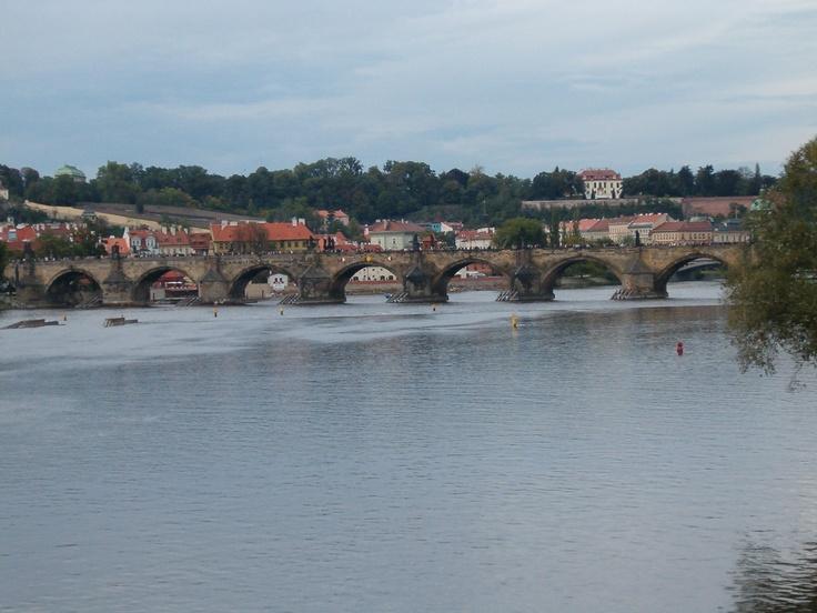 A távolban a Károly-híd