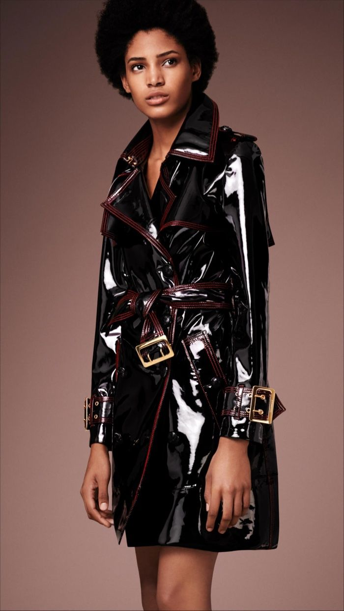 Burberry Patent Leather Trench Coat                                                                                                                                                     Mehr
