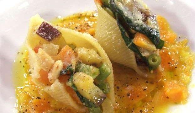 Conchiglie farcite con verdure e crema di zucca gialla   Alice.tv