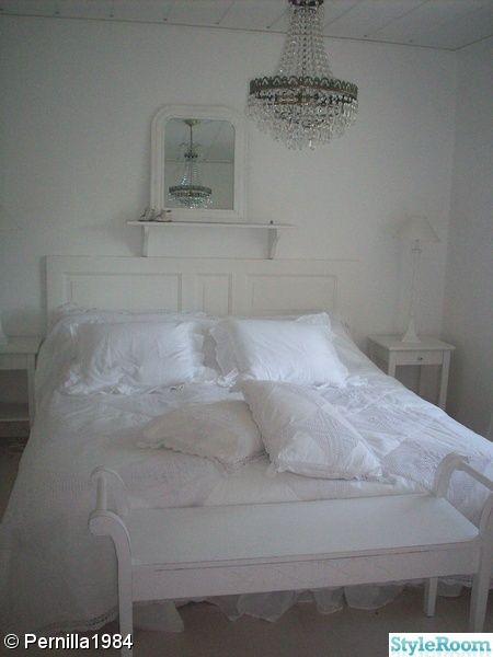Härligt romantiskt sovrum för mysig nätter på landet