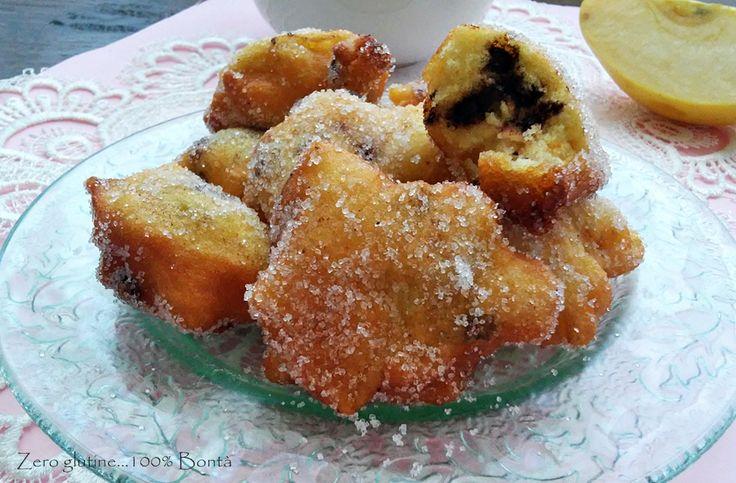 Le Frittelle di mele con gocce di cioccolato sono dei deliziosi dolcetti senza glutine ,soffici e profumati alla cannella