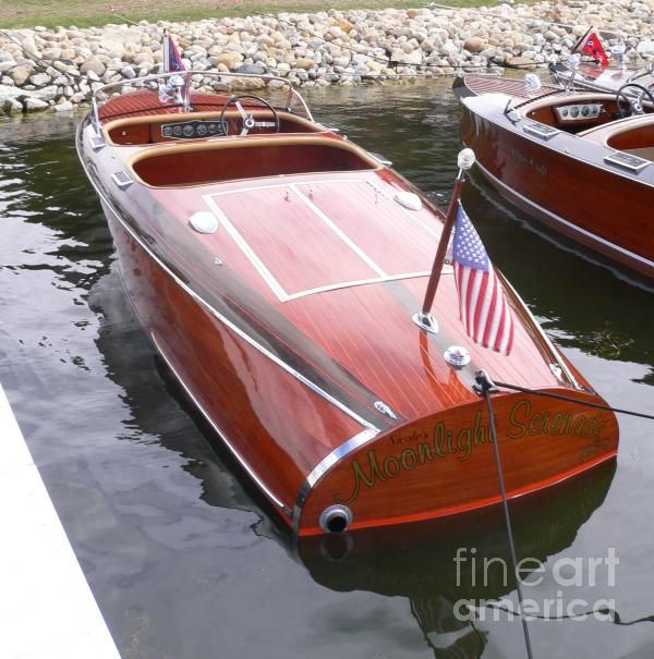 Chris Craft - what a beautiful boat