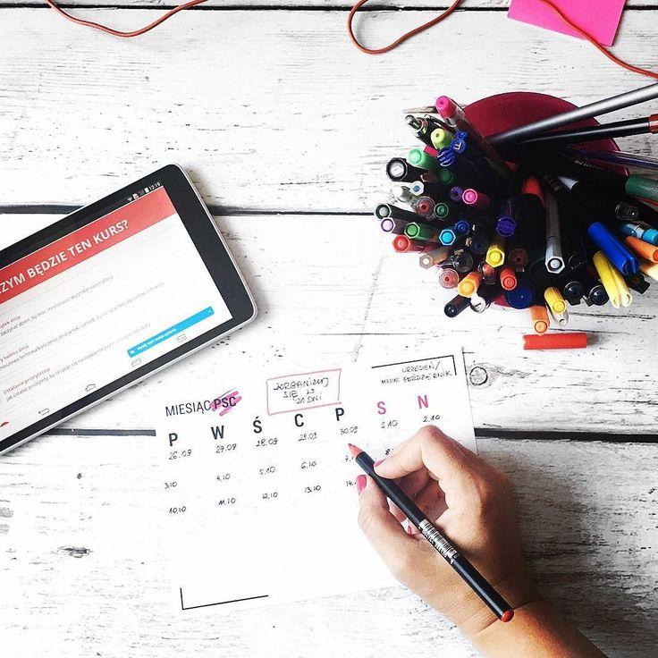 Każdy mój kurs najpierw powstaje na papierze. Dziś na tapecie mam kurs Zorganizuj się w 21 dni który rusza we wrześniu i jest robiony zupełnie od nowa. Nowe filmy nowe treści nowe nagrania audio. Żeby wszystko zrobić bez stresu i pośpiechu trzeba zacząć już teraz  #businessonline #course #training #onlinetraining #workfromhome #workfromhomemom #mompreneur #mompreneurlife #psc #paniswojegoczasu #zorganizujsiew21dni #21dni
