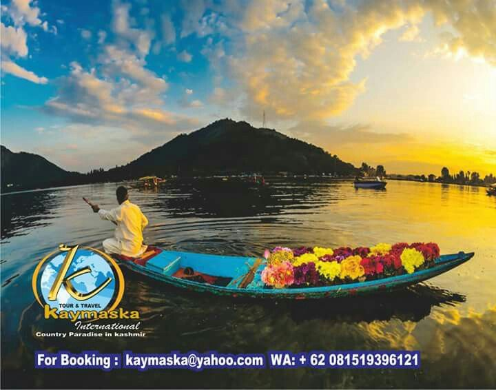 Quiet and pampering atmosphere at Dal Lake.  This lake is the most famous lake in Srinagar, the capital of Kashmir. Satisfied around the lake with a small boat typical of Khasmir, Shikara.