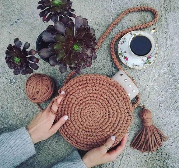 Bolsa de Crochê: Muita inspiração e Passo a Passo (com imagens) | Bolsa de crochê, Crochê redondo, Bolsas de crochê