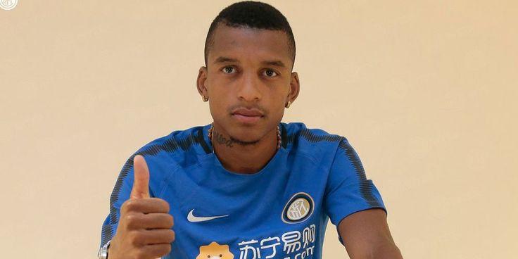 Dalbert Resmi Berkostum Inter Milan   Inter milan, Milan ...