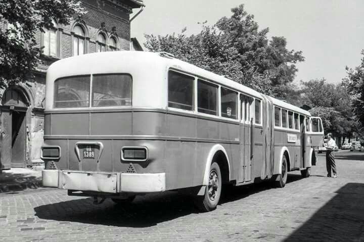 Faü csuklós a Mávautnak. A pótkocsi rész Rába Tr-5-ös, de a 620-asok hátsó lámpáját kapta.