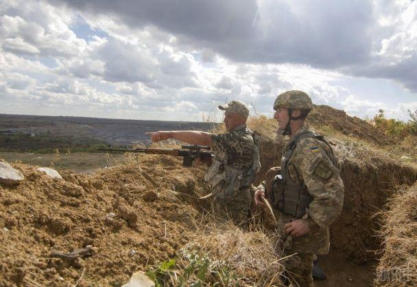 Бойовики стріляли з БМП та гранатометів на Маріупольському напрямку. Дайджест АТО - Телевизионная служба новостей 11