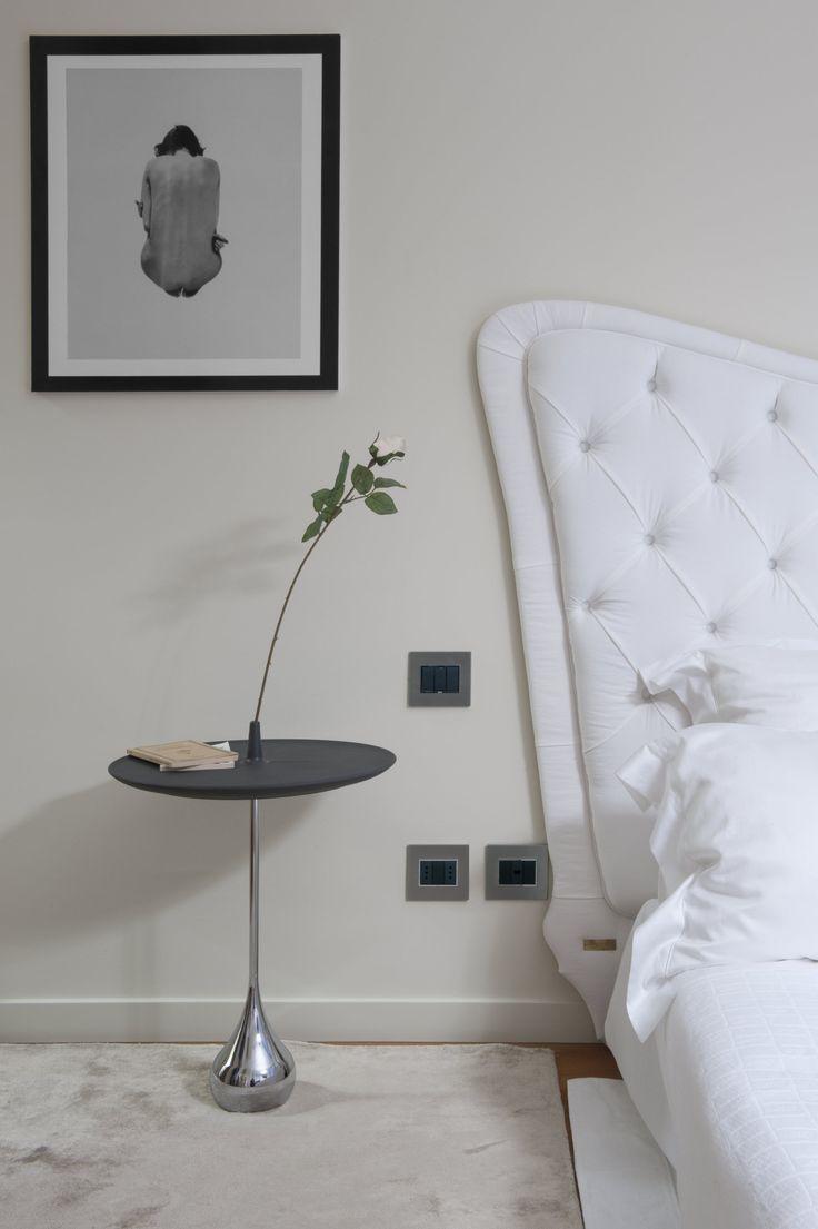 #Vimar #bosco verticale camera da letto con apparecchiature #elettriche e #domotiche della serie #Eikon Evo #emenatwork