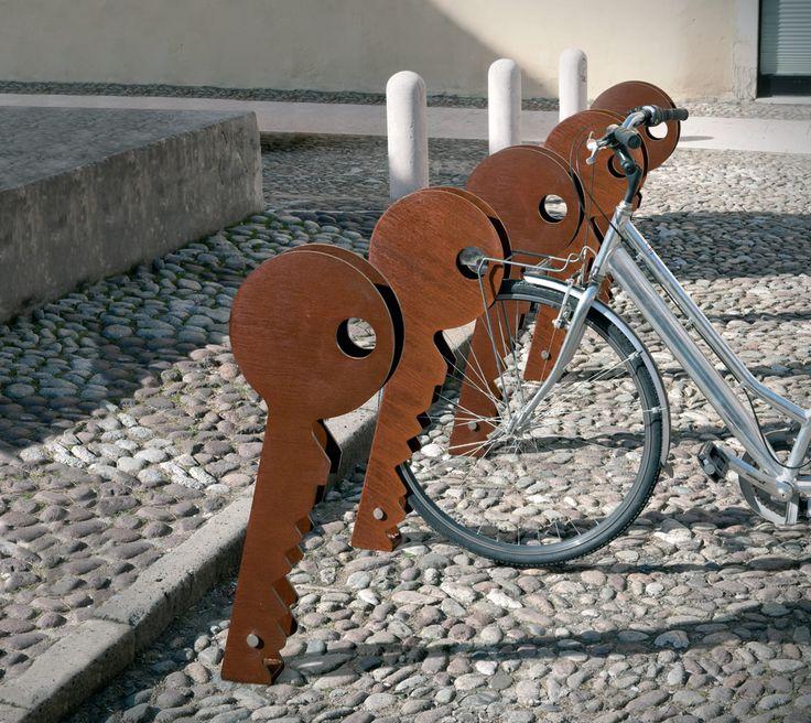 Eye-catching single bike rack/stand with steel key-shaped pieces set side-by-side. #ChiaveBikeRack #UrbanEffects #urbanfurniture #streetfurniture #outdoorfurniture #BikeParking #ScooterParking #BikeRacks #ScooterRack